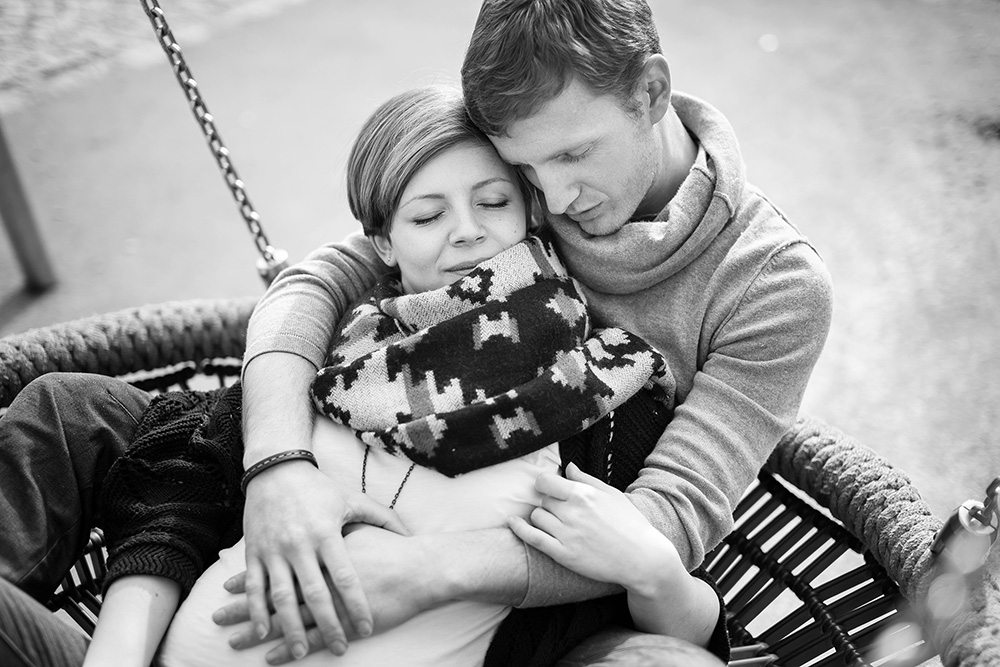 13_black-white-couple-swing-playground
