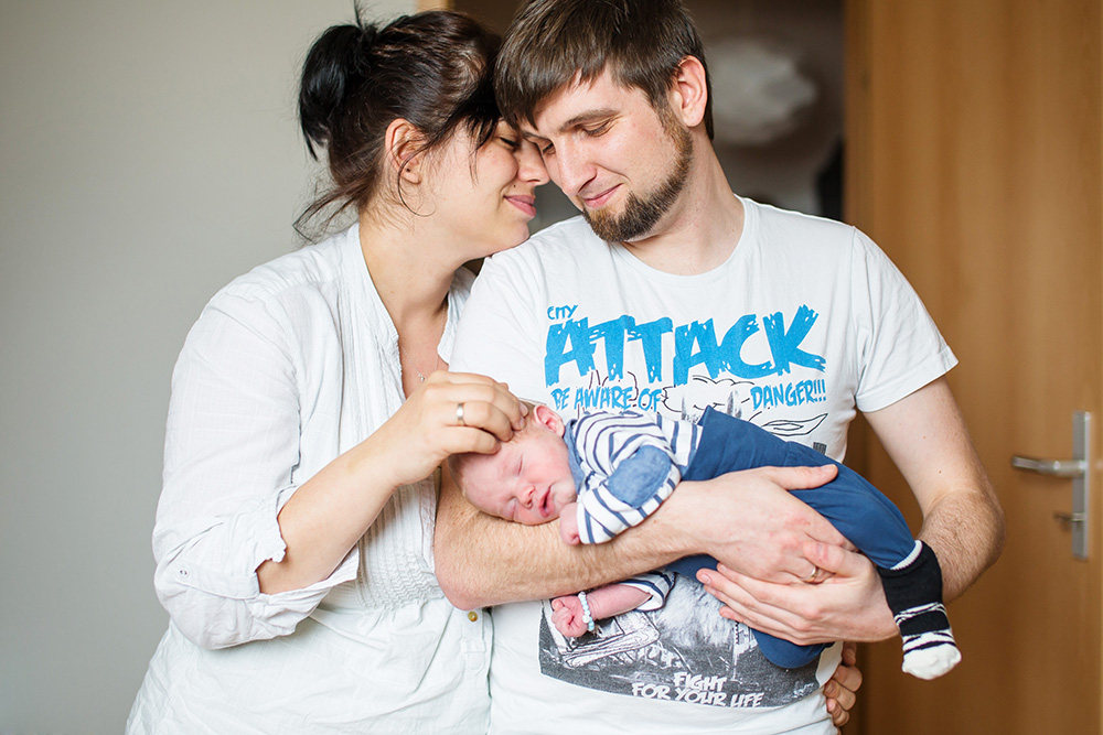 family of three portrait newborn