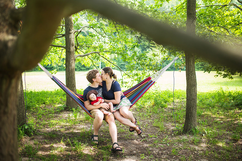 02_family-of-three-on-hammock